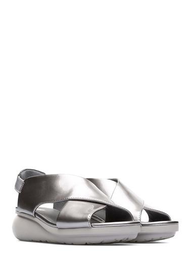 Camper Dolgu Topuklu Sandalet Füme